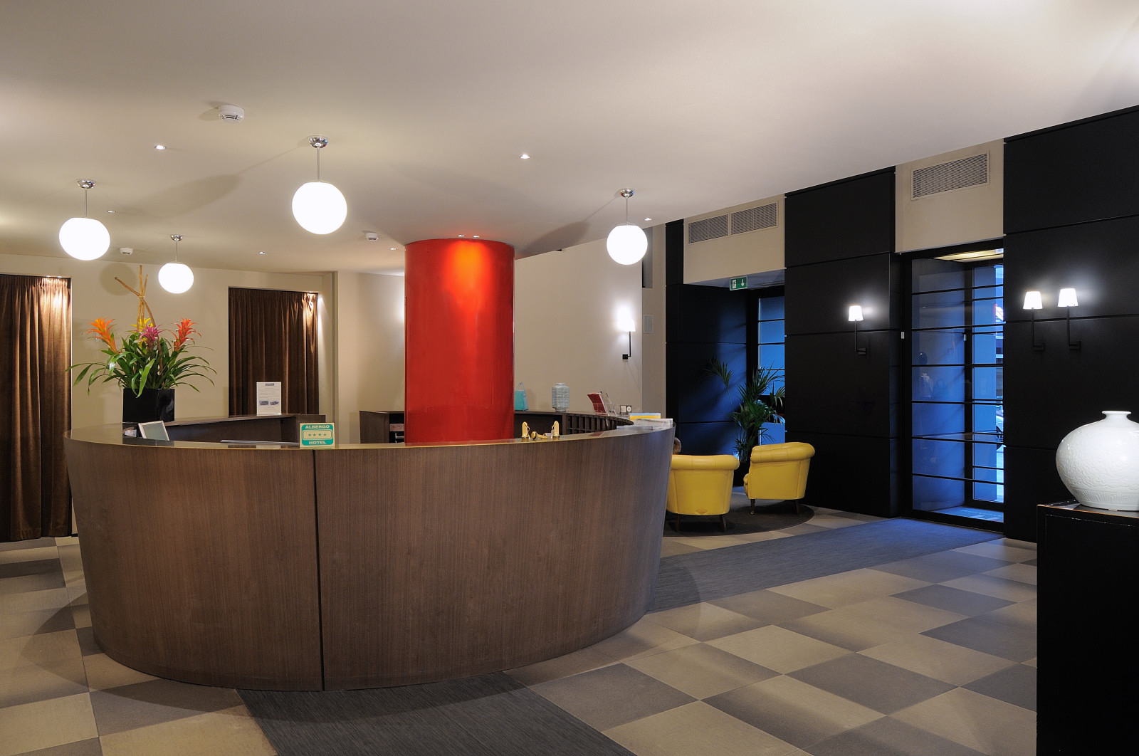 iH Hotels Milano Ambasciatori- Lobby